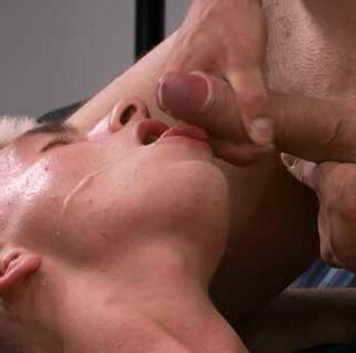 After his very first shoot with Timeo Blondel, young beginner Jordan Flament is exhausted and falls asleep on set. Enzo Lemercier, who often lurks backstage at studios, can't resist the sight of...